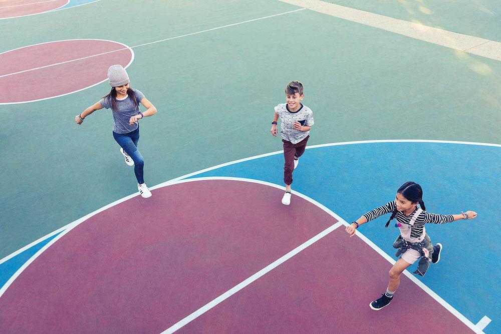 Fitbit_Ace_Lifestyle_Friends_SkippingOnCourt
