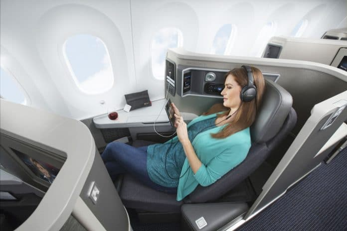 AA_787-8_dreamliner_Wi-Fi_tablet