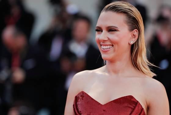 foreo-Scarlett Johansson
