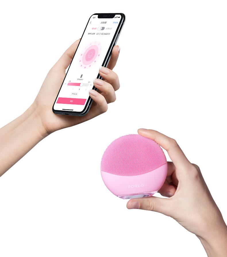 Iphone+LUNA-mini-3-in-the-hand