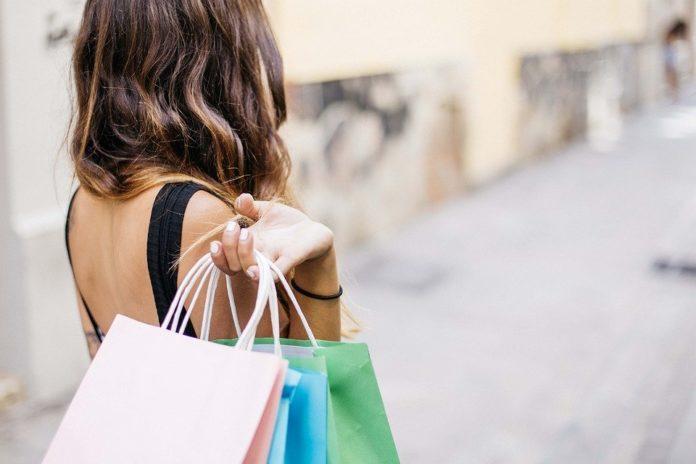Altroconsumo, Black Friday: prezzi più bassi ma si può trovare di meglio