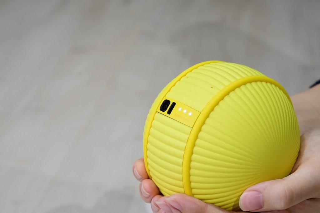Tra i dispositivi presentati al CES e capace di meglio racchiudere la visione di Samsung in tema, Ballie.