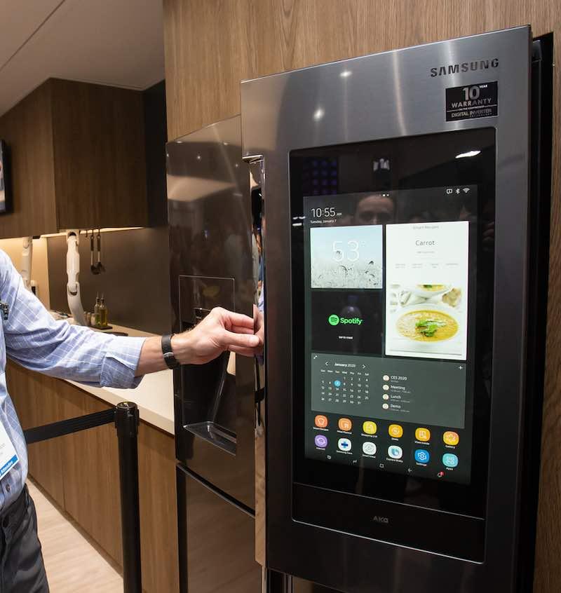 Disponibile in diversi colori, la serie Cube Refrigerator di Samsung presenta tre nuovi modelli compatti, Wine, Beer e Beauty