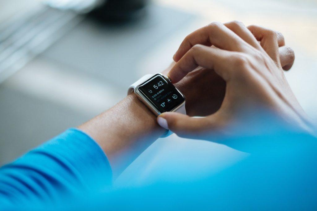 Wearables e tracker rappresentano la quota maggiore del segmento Tech nel Wellness, con un giro d'affari da 14,7 miliardi di dollari