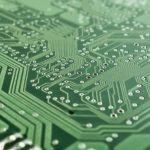 I prodotti elettrici ed elettronici sono beni di prima necessità, negozi aperti
